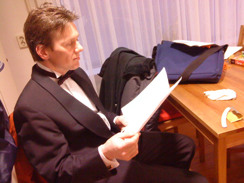 Robert Bekkers studying his score during the intermission at Doorn