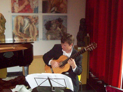 Robert Bekkers on Jeroen Hilhorst concert guitar in Amsterdam. Photo: FCAP