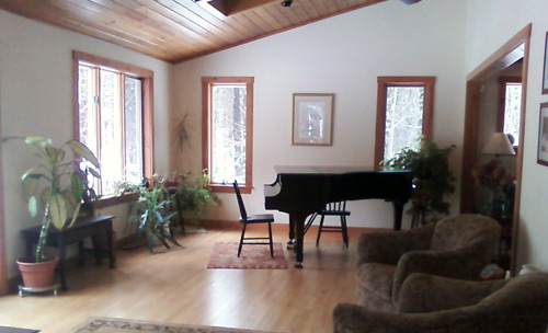 Steinway grand piano at Meetinghouse Concerts